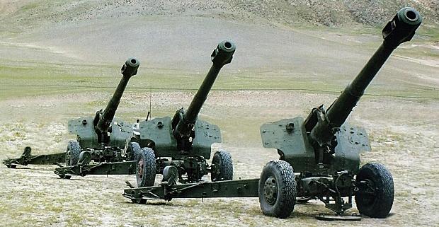 66式152mm榴弾砲(D-20) - 日本...